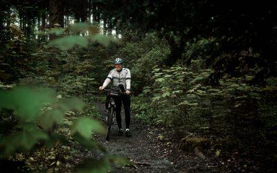 Dirk Raams laten fietsen in een Ajax shirt